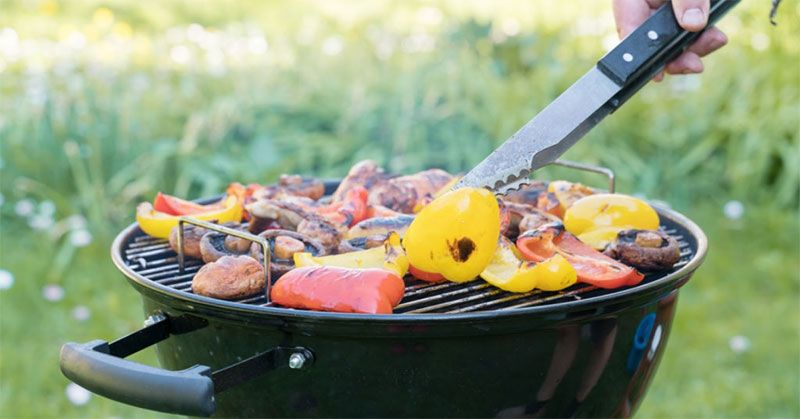 how to use a vertical charcoal smoker